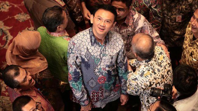 Probosutedjo, adik mendiang presiden kedua RI Soeharto, diklaim mendukung Ahok karena melihat hasil kinerjanya selama memimpin Jakarta.