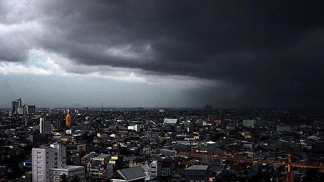 Awal September, Indonesia mulai memasuki pancaroba yang ditandai potensi hujan lebat disertai kilat dan angin kencang.