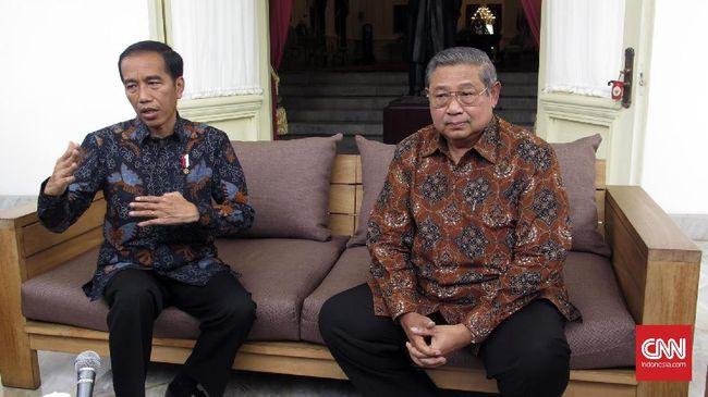 Presiden Joko Widodo selaku kepala negara dituntut menyelesaikan pekerjaan sesuai janji-janji kampanye alih-alih menyindir kebijakan era sebelumnya.