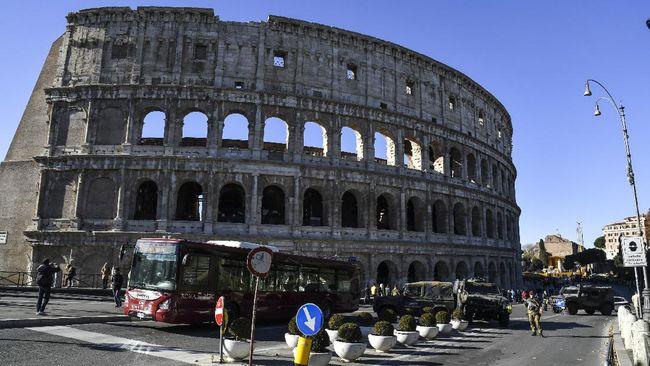 Kementerian Luar Negeri RI melarang warga Indonesia mengunjungi sekitar 12 kota di Italia menyusul penyebaran virus corona.