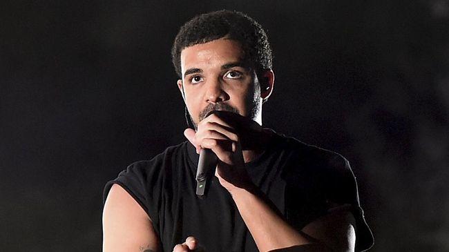 Fan The Beatles kesal dengan Drake karena membuat tato bergambar ia memimpin Fab Four menyeberang Abbey Road.