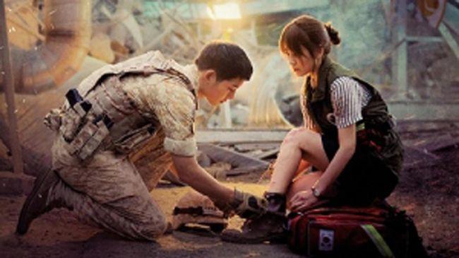 Song Joong Ki-Song Hye Kyo menempati urutan teratas pasangan drama Korea terpopuler berkat Descendants of the Sun, di samping sembilan pasangan lainnya.