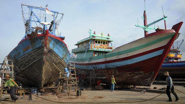 Pengamat menilai relaksasi batas ukuran kapal di perairan dekat Natuna perlu disertai percepatan administrasi perizinan.