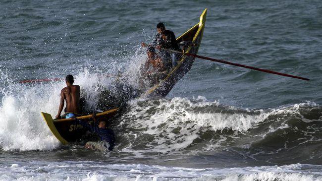 Kecelakaan kapal penumpang etrjadi di Jember, Jatim, yang menewaskan lima orang dan tujuh lainnya belum ditemukan.