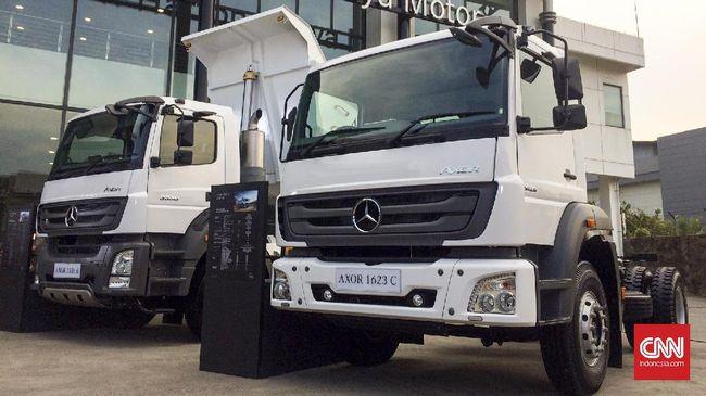 Rekomendasi membersihkan tangki bahan bakar enam bulan sekali diberikan oleh Daimler Commercial Vehicles Indonesia.
