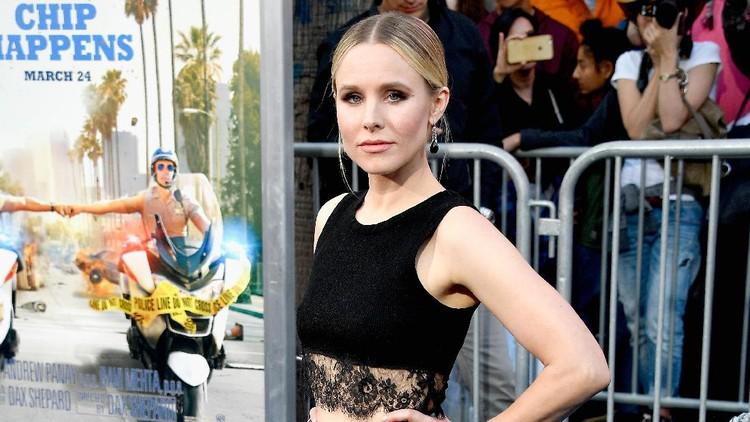 Kristen Bell, pemeran film Bad Moms melarang suaminya, Dax Shepard, untuk pergi ke dapur. Apa ya alasannya?