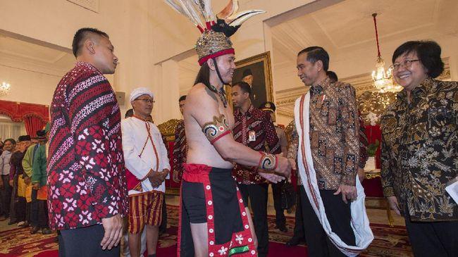 Presiden Jokowi berjanji akan memperjuangkan reforma agraria yang berkeadilan. Ia yakin masyarakat adat akan lebih memelihara lahan dibandingkan kelompok lain.