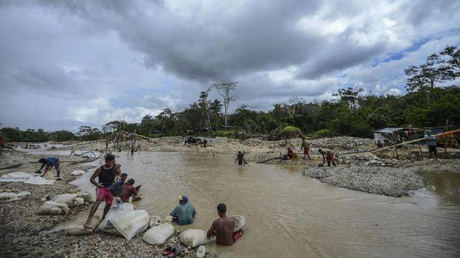 Dinas ESDM Maluku mengutus tim inspektur tambang untuk meninjau langsung tambang emas di Pesisir Pantai Desa Tamilouw, Maluku Tengah pada Rabu (24/3).