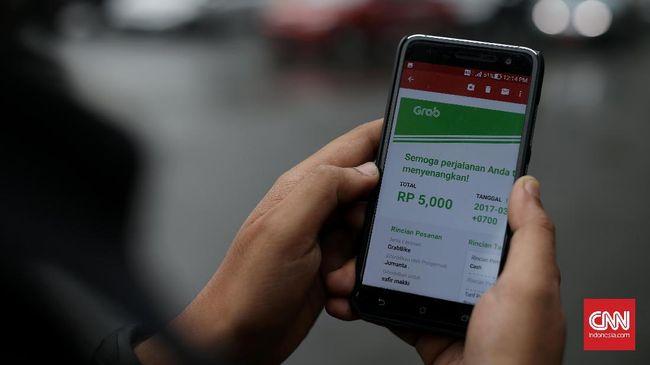 Dengan Instant CashOut, mitra pengemudi Grab bisa langsung mencairkan pendapatan di ATM bank manapun, tak perlu lagi pemrosesan berhari-hari