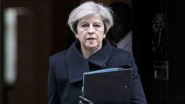Theresa May Serahkan Surat Pengunduran Diri ke Ratu Elizabeth