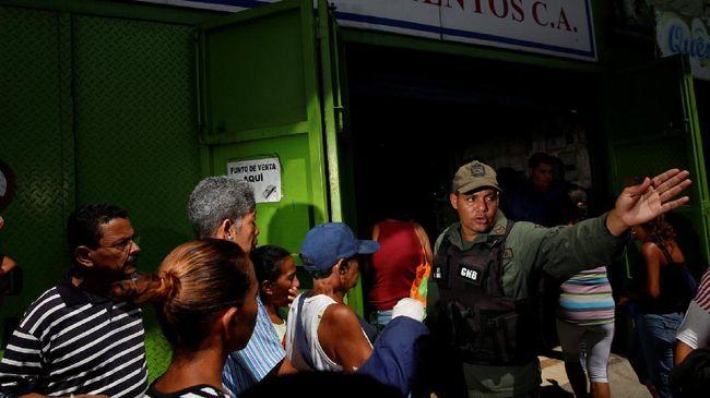 MA Venezuela batal mengambil alih kewenangan legislatif setelah pemerintah dikecam dunia internasional dan dituding melakukan kudeta internal oleh oposisi.