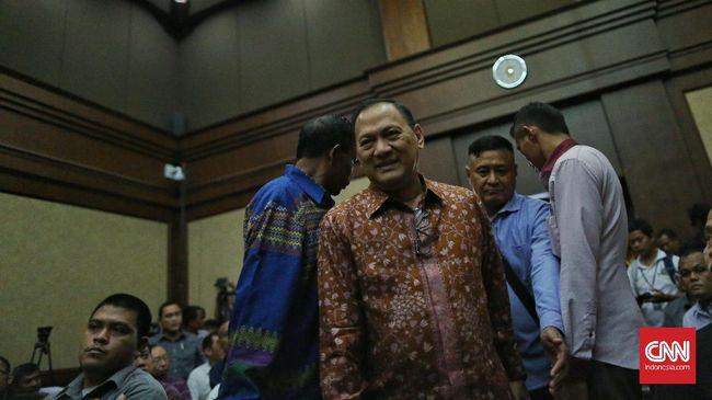 Agus Martowardojo menjadi saksi di sidang kasus dugaan korupsi proyek pengadaan Kartu Tanda Penduduk elektronik (e-KTP) dengan terdakwa Irman dan Sugiharto di Pengadilan Tindak Pidana Korupsi, Jakarta, Kamis (30/3).