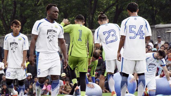 Michael Essien menunjukkan progres di sesi latihan kedua bersama Persib Bandung. Mantan pemain Chelsea itu dianggap mulai menikmati latihan bersama rekannya.