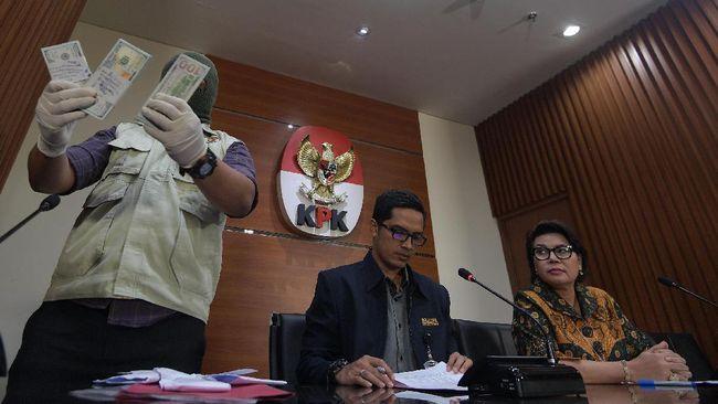 Penulis novel Okky Madasari sangat ingin bekerja sama dengan Komisi Pemberantasan Korupsi (KPK) khususnya dalam program kampanye pencegahan korupsi