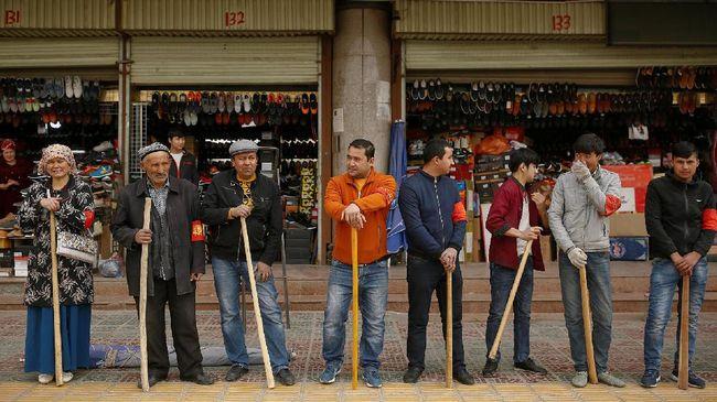 Perusahaan Amerika Serikat, Badger Sportswear, berhenti membeli bahan dari China karena khawatir dibuat oleh etnis Uighur yang mengalami kerja paksa.