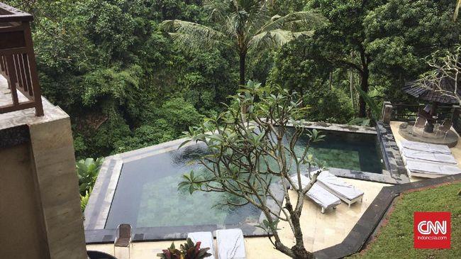 Infnity pool adalah kolam renang yang tepiannya dirancang seolah menghilang dan menimbulkan kesan memanjang sampai tak terhingga.