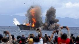 Lima Kapal Nelayan Asing Ditenggelamkan di Kepri