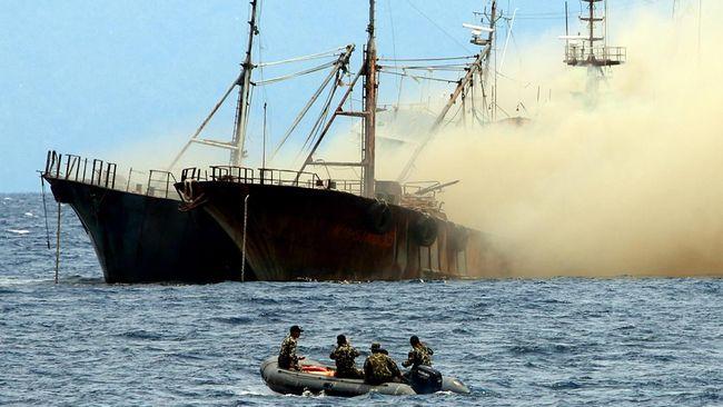Kejaksaan Agung menenggelamkan dua kapal asing asal Malaysia yang terlibat dalam kasus pencurian ikan di perairan Indonesia.
