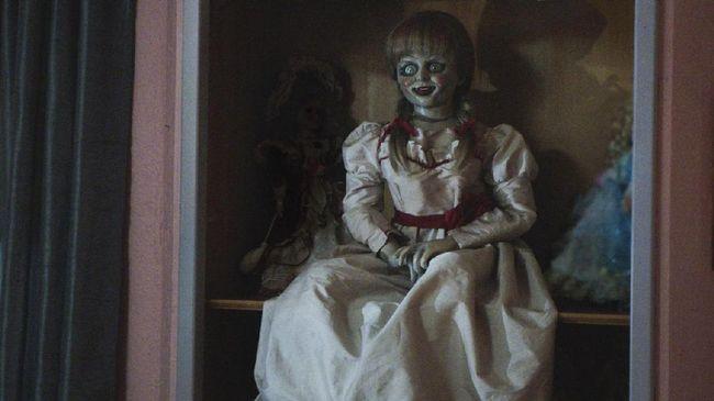 James Wan mengumumkan seri ketiga dari boneka setan Annabelle bertajuk 'Comes Home' dan akan rilis 28 Juni 2019