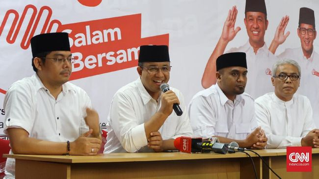 Tim pemenangan Anies-Sandiaga mendeteksi spanduk syariat Islam itu mulai beredar sejak tadi pagi di sejumlah titik, terutama di wilayah Jakarta Barat.