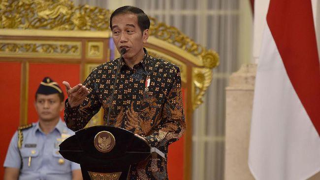 Jokowi memerintahkan jajarannya agar izin investasi yang berkaitan dengan barang ekspor dan substitusi impor bisa diberikan dengan 'tutup mata'.