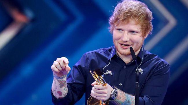 Meski belum pernah diminta oleh produser film 'James Bond,' Ed Sheeran mengaku telah selesai menulis lagu tema untuk sinema itu sejak sekitar tiga tahun lalu.