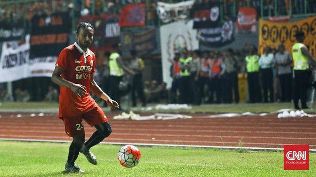 Meski pernah memiliki pengalaman buruk soal penunggakan gaji, gelandang Persija Jakarta Rohit Chand senang bermain di Indonesia karena suporter yang fanatik.