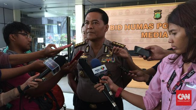 Penyidik Direskrimsus Polda Metro Jaya telah menahan dua tersangka berinial IM dan MAS untuk dua puluh hari ke depan terkait demo ricuh tiga tahun Jokowi.