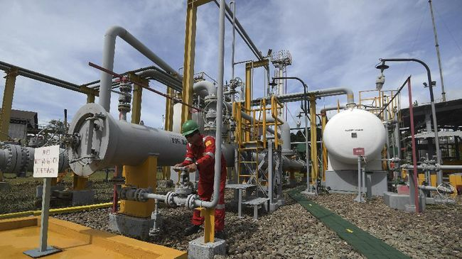 Luhut Sebut Defisit Gas Bisa Diganti Energi Terbarukan