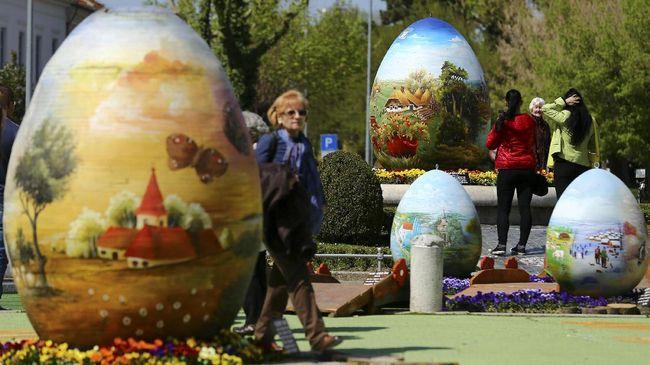 Perayaan Paskah selalu diidentikkan dengan telur dan kelinci paskah. Bagaimana awalnya tradisi ini berlangsung hingga sekarang?