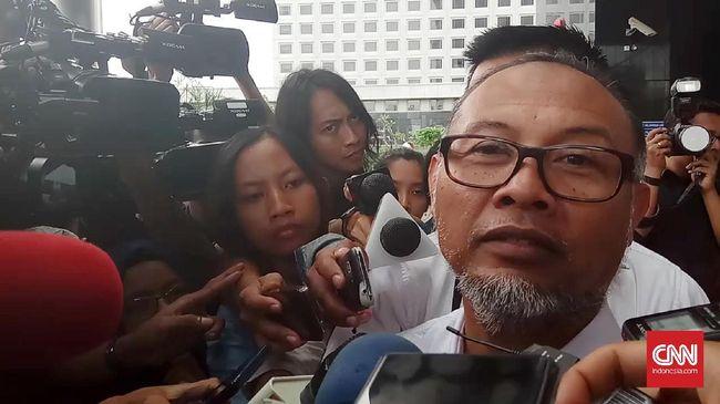Gubernur Anies Baswedan melantik TGUPP di Balai Kota DKI Jakarta hari ini. Salah satu yang dilantik adalah mantan komisioner KPK, Bambang Widjojanto.