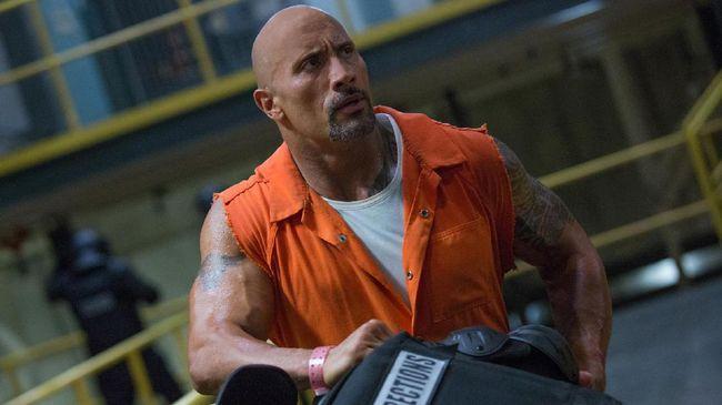 Lewat unggahan di Instagram, Dwayne Johnson memuji Vin Diesel yang sempat berseteru dengannya, termasuk memberi 'kode' kembali ke 'Fast and Furious'.
