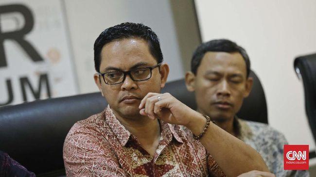 Komisioner KPU Viryan menagih bukti tudingan Bawaslu soal penggelembungan daftar pemilih di pilkada Sumatera Utara yang akan mencoblos 27 Juni mendatang.