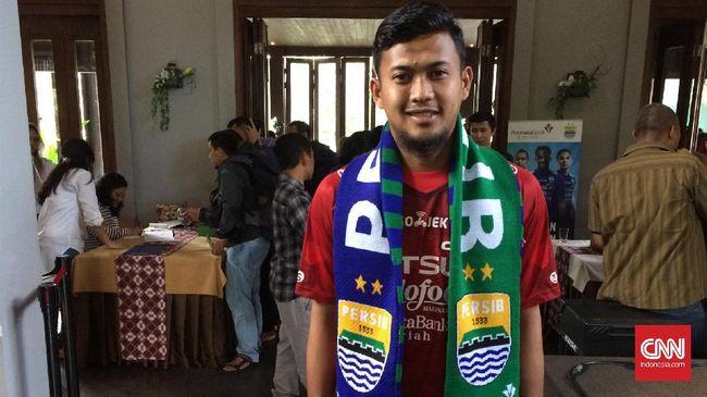 Kiper Persib Bandung Muhammad 'Deden' Natshir mengalami patah tulang kering dalam duel melawan Persija Jakarta pada lanjutan kompetisi Liga 1 2019.