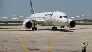 United Airlines PHK 16 Ribu Karyawan per 1 Oktober