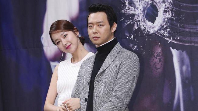 Hasil tes narkoba terhadap rambut Park Yoochun positif, membuatnya didepak dari agensi C-JeS Entertainment dan mundur dari dunia hiburan.