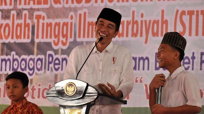 Badan Eksekutif Mahasiswa Universitas Indonesia (UI) menyebut Jokowi sebagai Raja Pembual, mulai dari rindu demo hingga penguatan KPK.