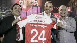Madura United Haramkan Odemwingie Gabung Klub Liga 1