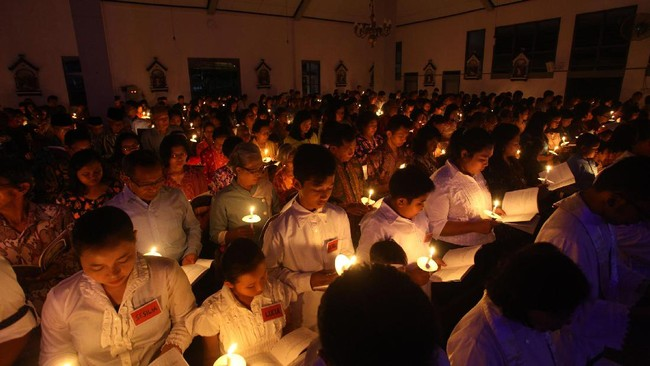 Paskah dirayakan umat Kristiani sebagai kebangkitan Yesus pada hari ketiga setelah disalib. Semua gereja di dunia dapat merayakannya dengan gempita.