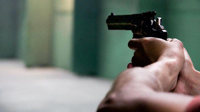 Seorang perempuan tewas akibat luka tembakan dan tusukan dari dua orang yang diduga perampok di kawasan Cipondoh, Tangerang.