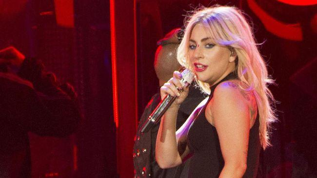 Lady Gaga mengaku bahwa sebelum menggarap album Chromatica, dirinya mengalami depresi dan kesulitan menjalani hidup.