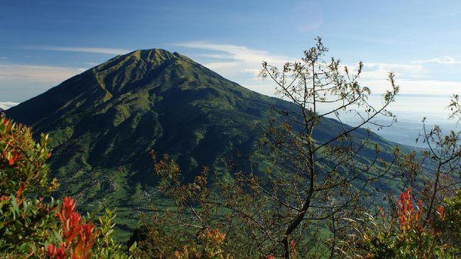 Penjelasan BMKG Soal Fenomena Topi Awan Gunung Merbabu