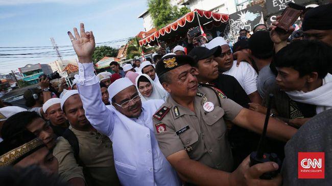 Prabowo menyebut Rizieq difitnah dan dizalimi. Selain Rizieq, Prabowo juga akan membebaskan emak-emak dan tokoh yang dinilainya jadi korban persekusi.