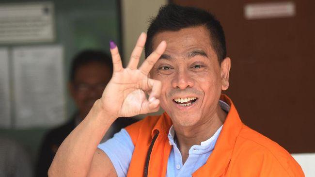 Mohamad Sanusi, terpidana kasus suap raperda reklamasi Teluk Jakarta, mendapat pengurangan hukuman dari 10 tahun bui jadi tujuh tahun penjara.