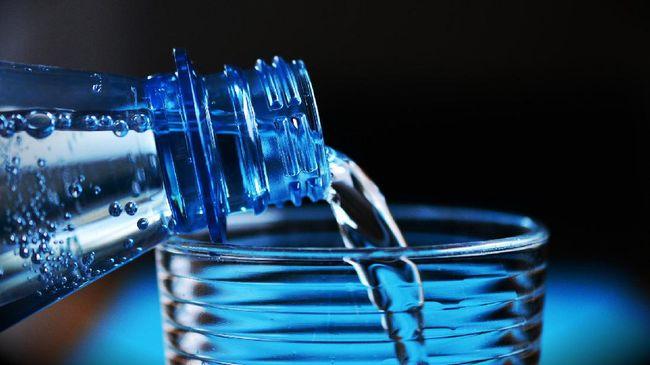 Ada beberapa syarat penting air minum kemasan yang memang layak konsumsi dan perlu Anda ketahui, seperti berikut.