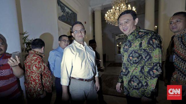 Gubernur DKI Jakarta Anies Baswedan dianggap terganjal janji politik sehingga tak mau melanjutkan program Ahok dalam mengatasi banjir di Jakarta.