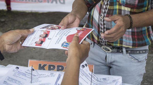 Rekapitulasi surat suara berlangsung bertahap dan manual dari penghitungan di tingkat TPS hingga rekapitulasi nasional yang dijadwalkan mulai 25 April 2019.