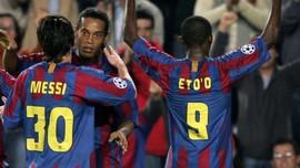 Ronaldinho Minta Messi Bertahan di Barcelona