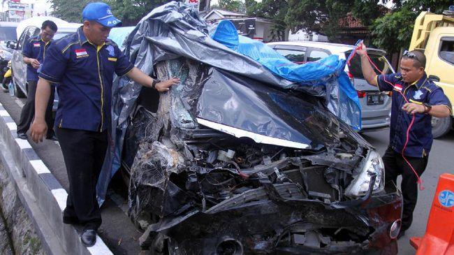 Bus Rosalia Indah Picu Kecelakaan Beruntun Di Tol Semarang