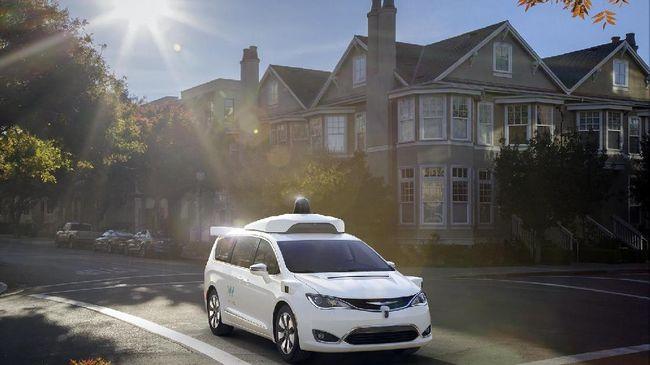 Keberadaan teknologi canggih memungkinkan manusia mengendarai kendaraan menjadi serba praktis.